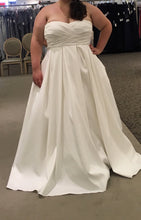 Load image into Gallery viewer, David's Bridal 'Faille Empire Waist' size 20 new wedding dress front view on bride