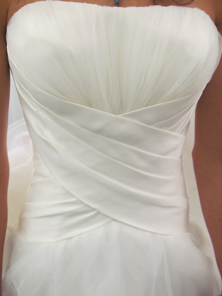 Allure Bridals '8816' size 4 used wedding dress front view close up