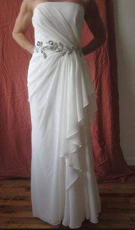 Vera Wang White 'Strapless Chiffon' size 12 used wedding dress front view on bride