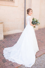 Load image into Gallery viewer, Allure Bridals '9470' size 0 used wedding dress side view on bride