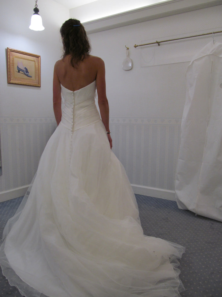 Allure Bridals '8816' size 4 used wedding dress back view on bride