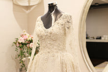 Load image into Gallery viewer, Zuhair Murad 'Custom' size 4 used wedding dress front view close up