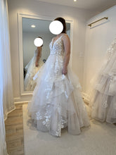 Load image into Gallery viewer, Martina Liana '1105' wedding dress size-06 NEW
