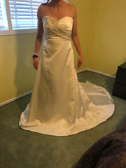 Casablanca 'Diamond Collection' size 10 new wedding dress front view on bride