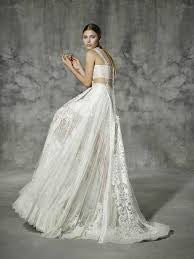 Yolan Cris 'Ataocha' size 6 sample wedding dress side view on model