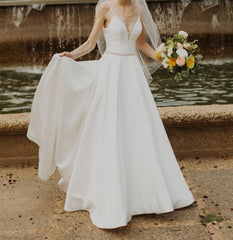 Allure Bridals '9570' size 2 used wedding dress front view on bride