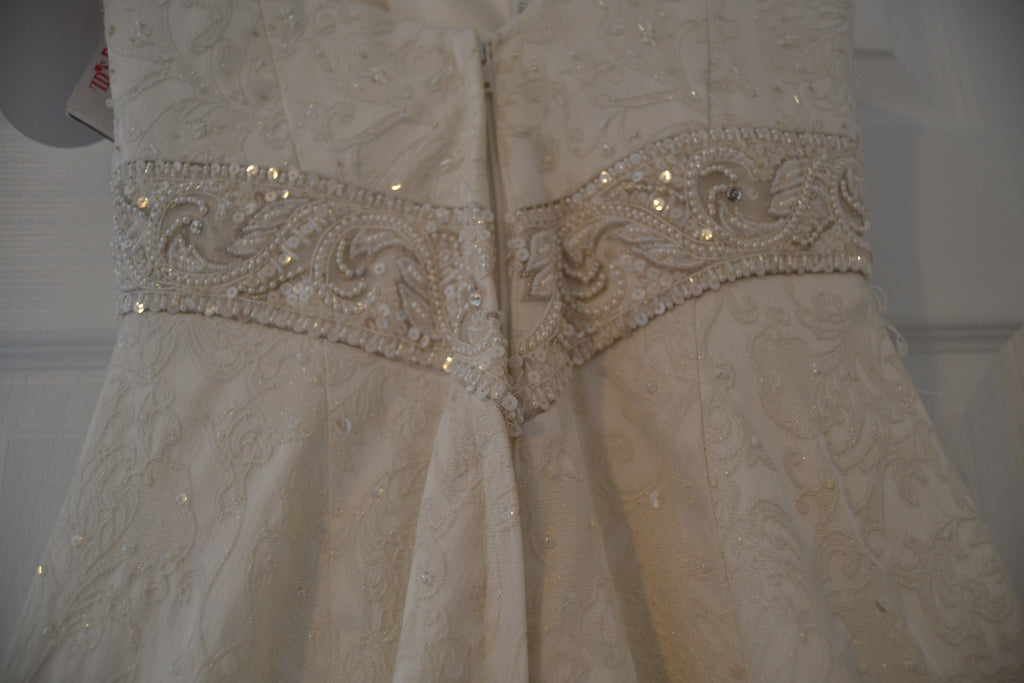 Oleg Cassini 'Strapless Brocade' size 4 new wedding dress back view close up