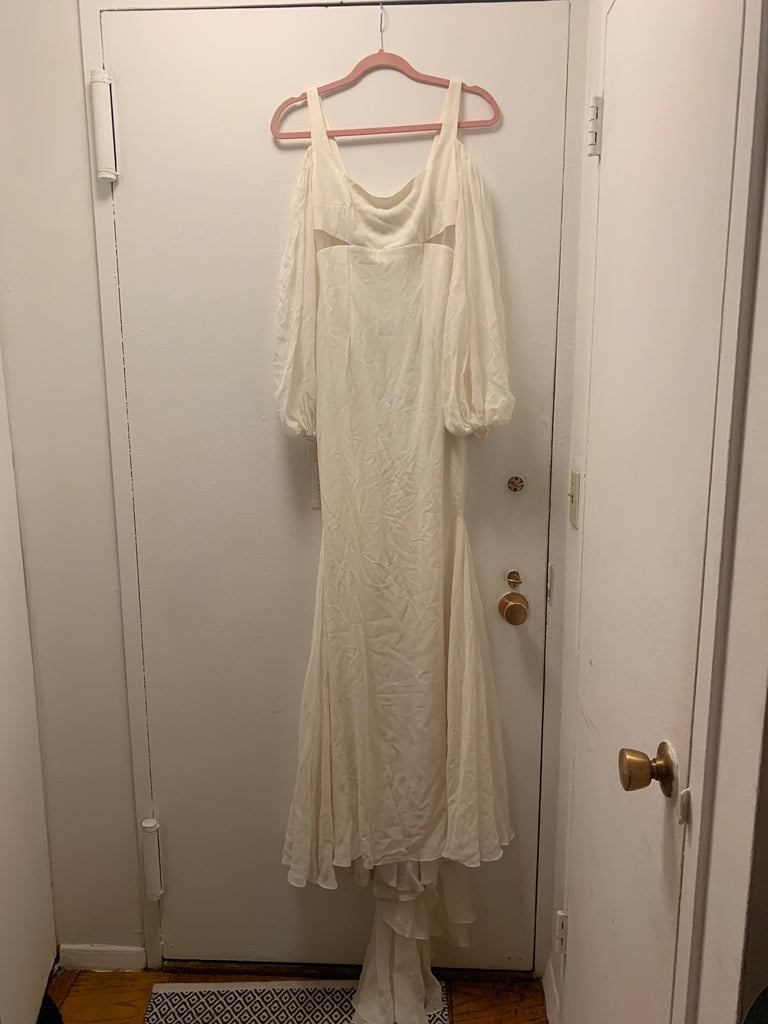 Alyne 'Treasure' size 4 new wedding dress front view on hanger