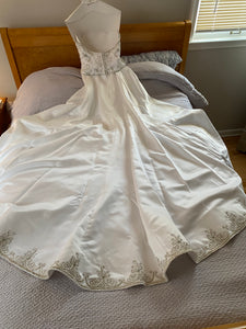 Jasmine Couture Bridal 'High Neck Halter' wedding dress size-08 PREOWNED
