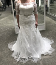 Load image into Gallery viewer, David's Bridal 'Jewel 3/4 Sleeve Lace'