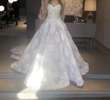 Load image into Gallery viewer, Monique Lhuillier 'Amanda Steinberg' wedding dress size-02 NEW