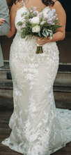 Load image into Gallery viewer, Mon Cherie 'Martin Thornburg ' wedding dress size-14 PREOWNED