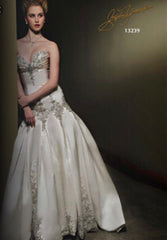 Stephen Yearick '13239' size 6 new wedding dress front view on model