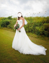 Load image into Gallery viewer,  'Unknown' wedding dress size-06 PREOWNED
