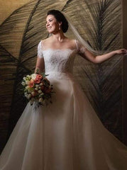 Reem Acra 'Beautiful' size 14 used wedding dress front view on bride