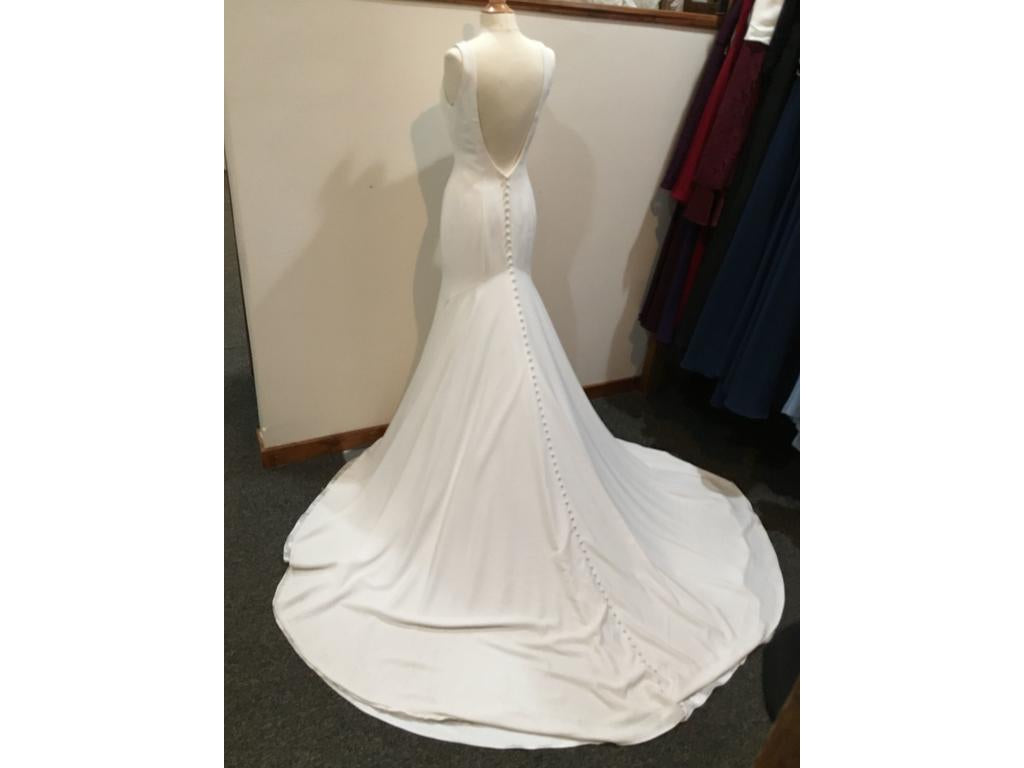Allure Bridals '3101' size 10 new wedding dress back view on mannequin