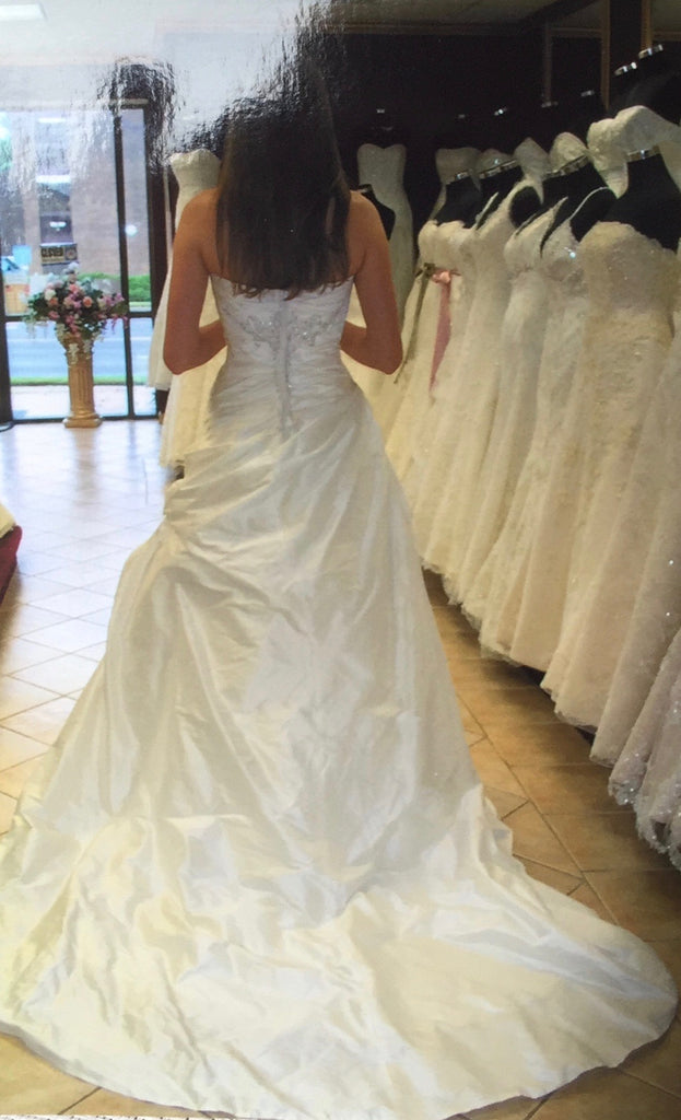 Anjolique Bridal '1010' size 8 new wedding dress back view on bride