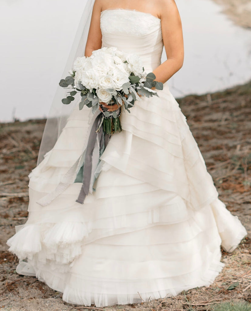 Vera Wang '21212' size 4 sample wedding dress front view on bride