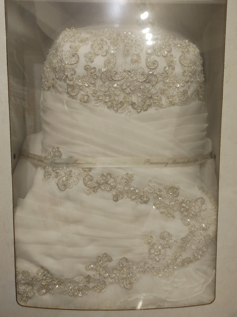 David's Bridal 'Pleated Wedding Dress with Tiers and Lace Up Back' wedding dress size-08 PREOWNED