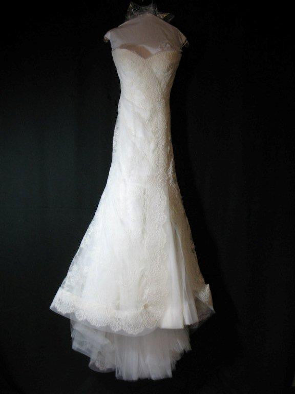 Monique Lhuillier Trumpet Lace Emma Wedding Dress - Monique Lhuillier - Nearly Newlywed Bridal Boutique - 3