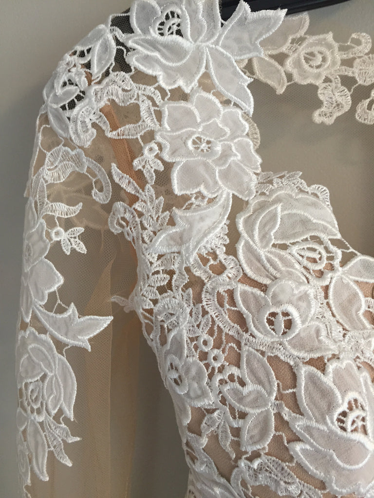 8901a8f5353 Lillian West  6422  size 2 new wedding dress close up of material