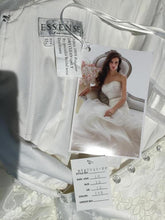 Load image into Gallery viewer, Essence of Australia 'D1479' - Essense of Australia - Nearly Newlywed Bridal Boutique - 4