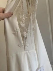Monique Lhuillier 'V Neck Lace' size 2 new wedding dress side view on hanger