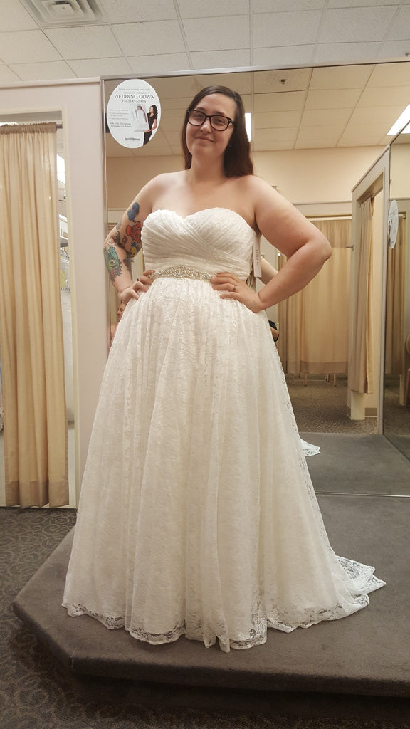 David's Bridal 'Sweetheart Plus Size Ball Gown Wedding Dress' wedding dress size-16 NEW
