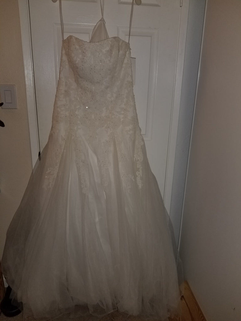David's Bridal 'Strapless Tulle A-line' size 12 new wedding dress front view on hanger