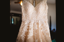 Load image into Gallery viewer, StellaYork 'Lace Illusion Back' size 6 used wedding dress front view close up