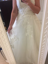 Load image into Gallery viewer, Monique Lhuillier 'Bliss' wedding dress size-12 PREOWNED