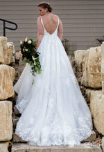 Load image into Gallery viewer, Mori Lee 'Suki' wedding dress size-12 PREOWNED