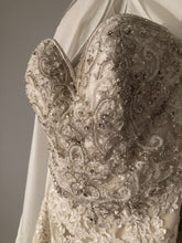 Load image into Gallery viewer, Essence of Australia 'D2267' size 14 new wedding dress front view close up