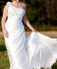 Ella 'One Shoulder' size 6 used wedding dress front view on bride