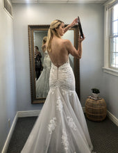 Load image into Gallery viewer, Essense of Australia 'D2770' wedding dress size-04 NEW