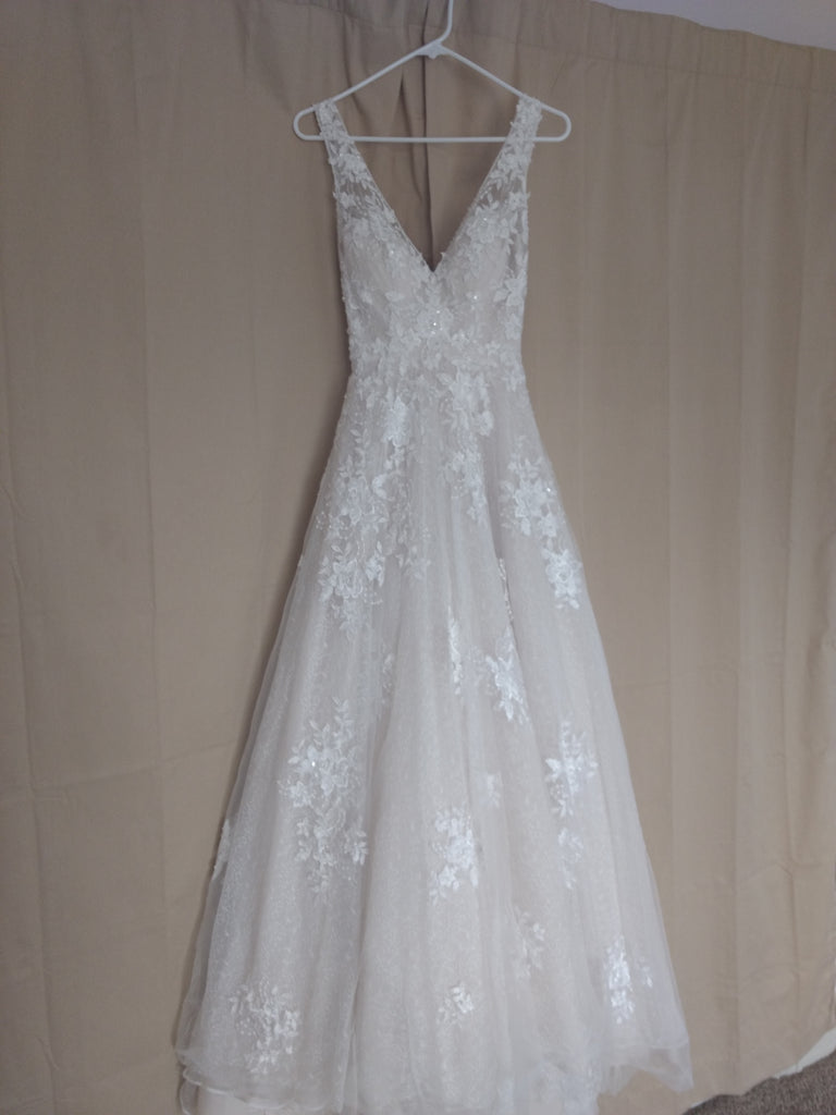 Maggie Sottero 'Meryl Lynette' size 0 used wedding dress front view on hanger