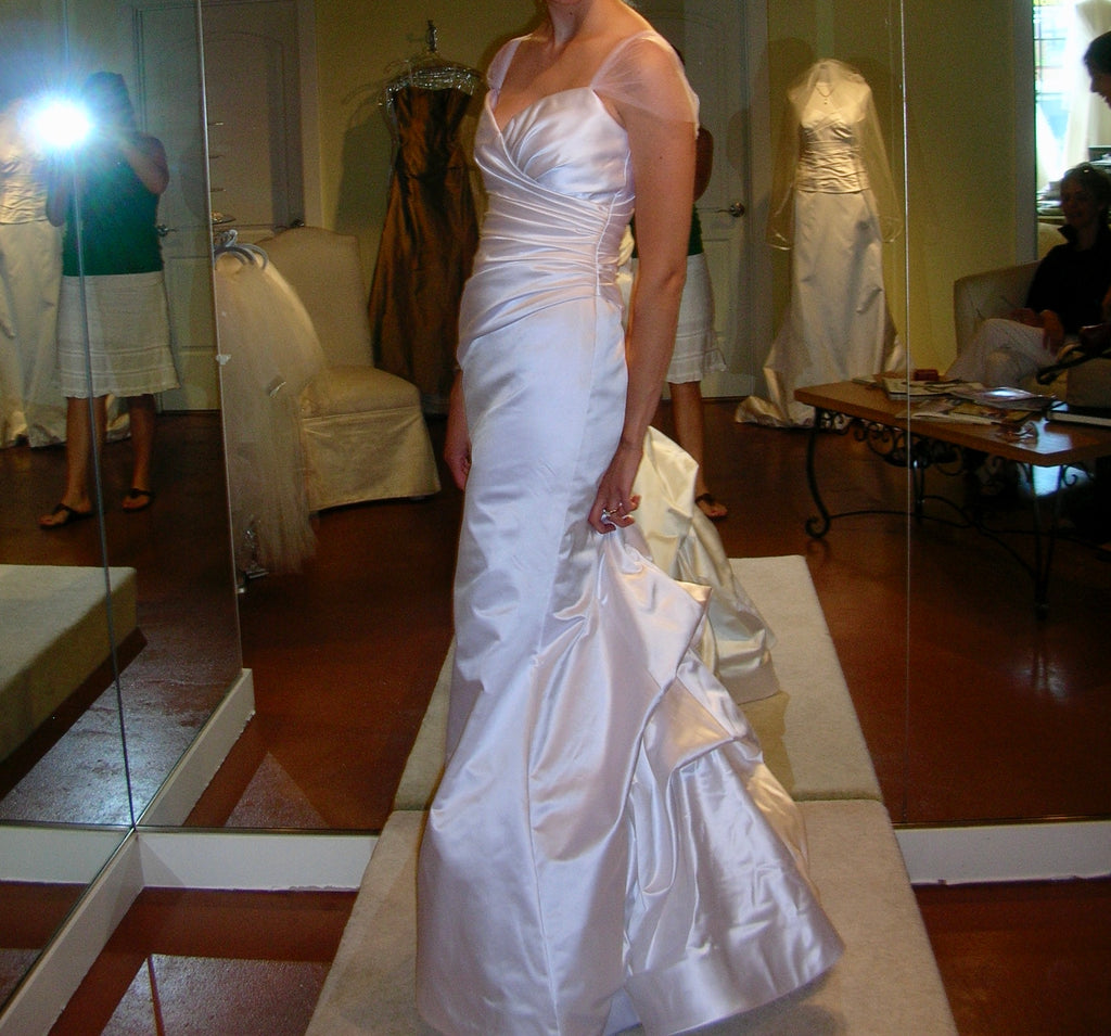 Vera Wang 'VWG-2G155' size 4 used wedding dress side view on bride