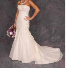Oleg Cassini '7CWG377' size 0 used wedding dress front view on bride