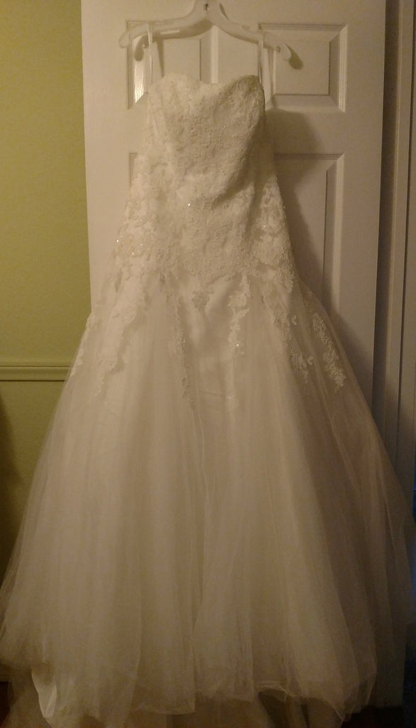 David's Bridal 'Strapless Tulle' size 12 new wedding dress front view on hanger