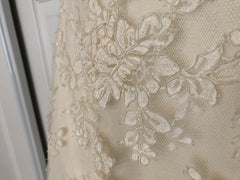 Vera Wang 'Ivory Strapless' size 12 used wedding dress close up of fabric