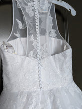Load image into Gallery viewer, Vera Wang White 'Illusion Floral' size 4 new wedding dress back view on hanger