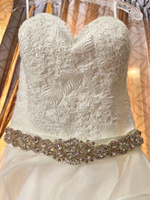 Load image into Gallery viewer, Allure Bridals 'Unknown ' wedding dress size-04 NEW