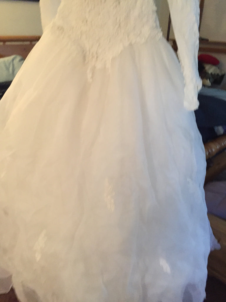 Emmanuelle 'Ball Gown' size 12 used wedding dress view of body of dress