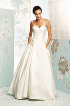 Load image into Gallery viewer, Paloma Blanca '4165' size 10 used wedding dress front view on model