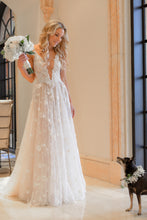 Load image into Gallery viewer, Galia lahav 'G-204' wedding dress size-00 PREOWNED