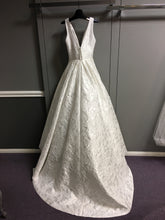 Load image into Gallery viewer, Suzanne Neville 'G44DALITS' size 6 new wedding dress back view on hanger