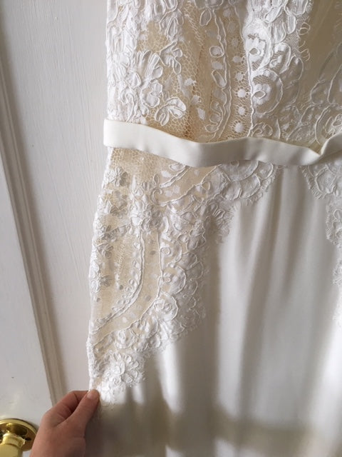 Watters 'Willowby Lief 59420' size 6 used wedding dress front view close up