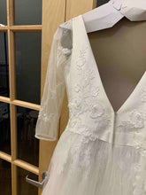 Load image into Gallery viewer, David's Bridal 'WG3877' wedding dress size-04 PREOWNED