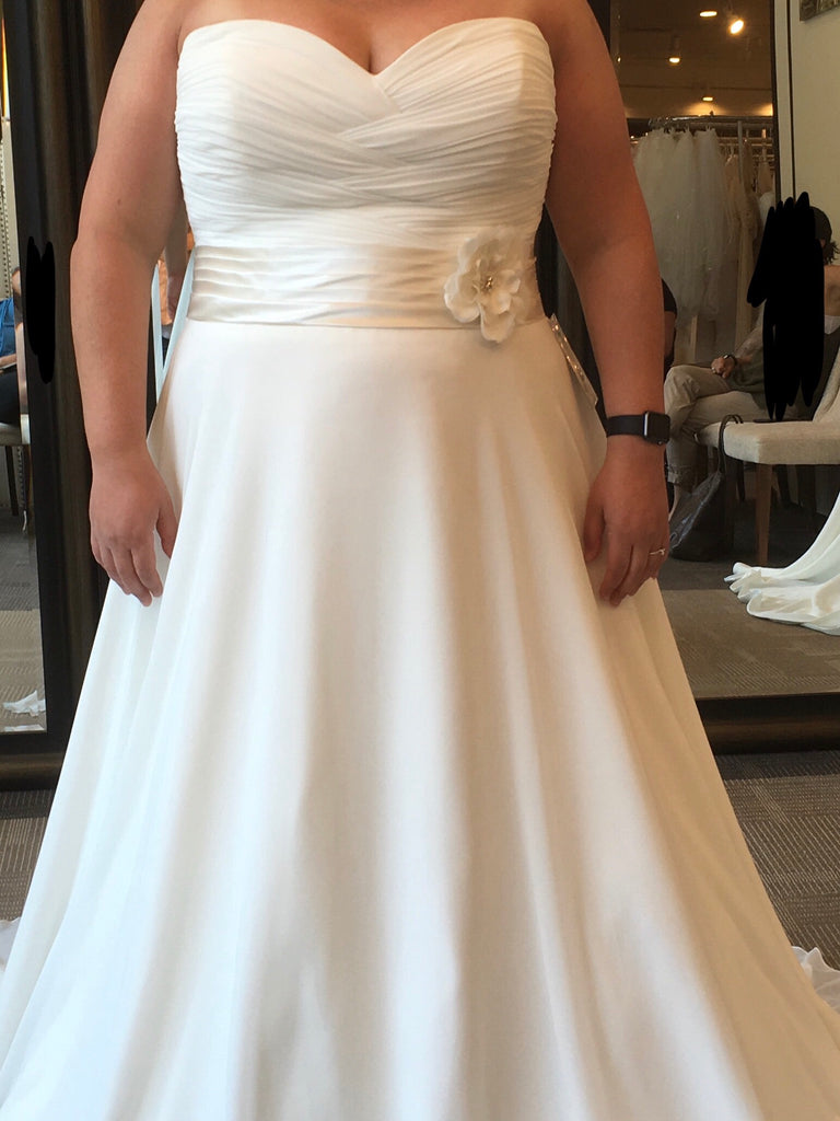 Sdincerity '3706' size 20 used wedding dress front view on bride
