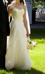 Pronovias 'Alcanar' size 2 used wedding dress side view on bride